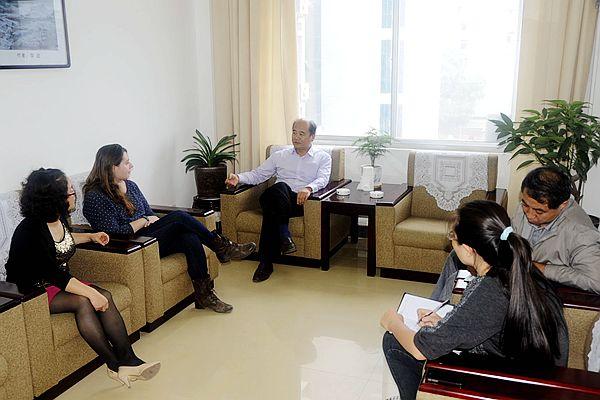 校长刘建林与外籍教师座谈交流图片