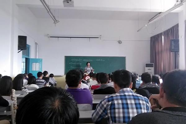 西安交大李建华教授来我校指导电气工程及其自动化