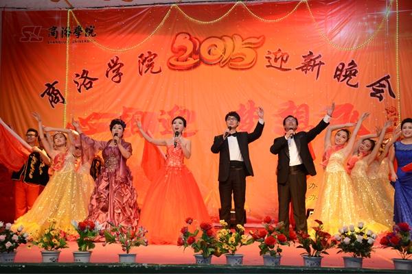 演员带来的商洛花鼓戏《夫妻观灯》表现了商洛本地戏曲的魅力,也预