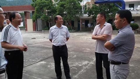 党委书记,校长刘建林赴镇安木王看望认知实习师生图片